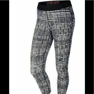 Nike Women's Printed TIGHT FIT  Running capris